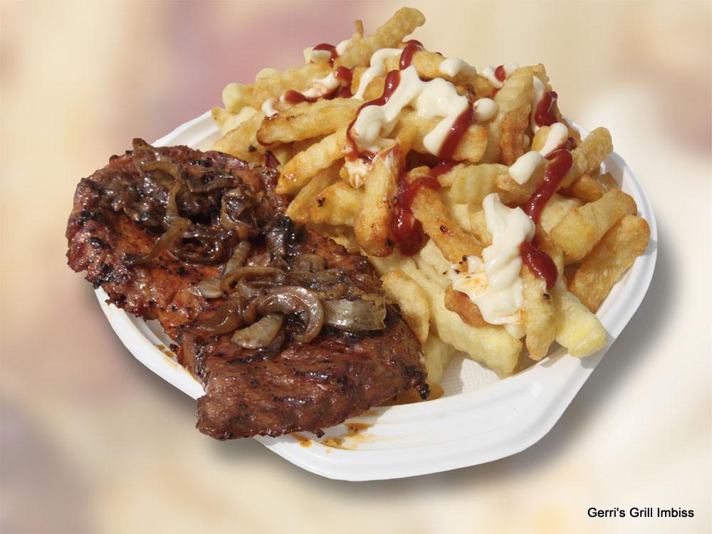 Steak mit Zwiebeln und Pommes rot weiß